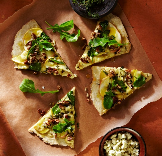 Apple, Blue Cheese, and Arugula Pizza from Photo Appetite